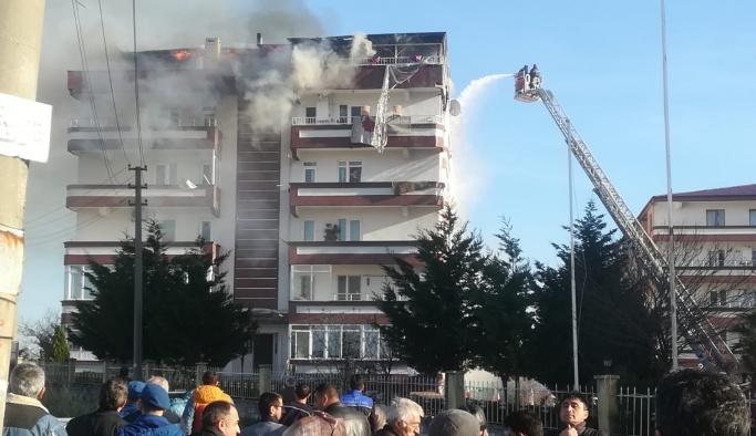 Koru'da ki yangın teras katını enkaza çevirdi