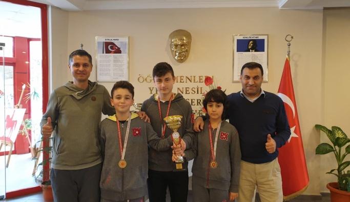 Bahçeşehir Koleji, bölge şampiyonu oldu