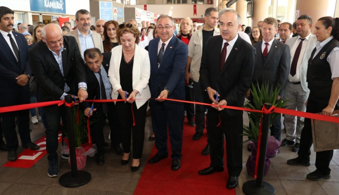 'Atatürk Fotoğraf Sergisi' Terminal'de sergilendi