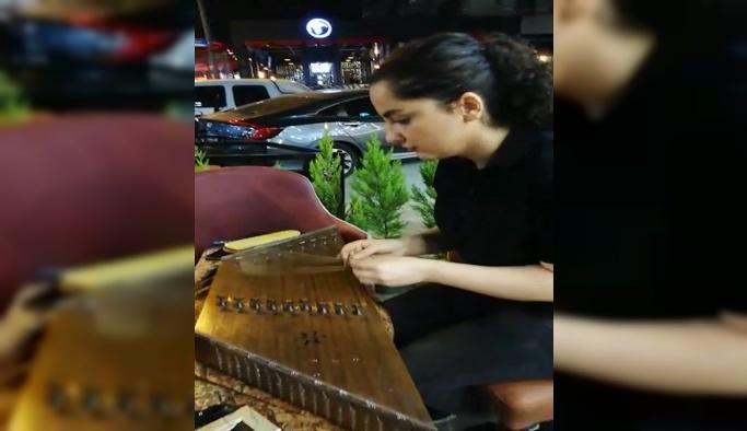 İran'lı Şeyma'dan Santur ile müzik keyfi