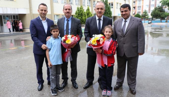 Vali Erol ve Müdür Tosun okulları gezdiler