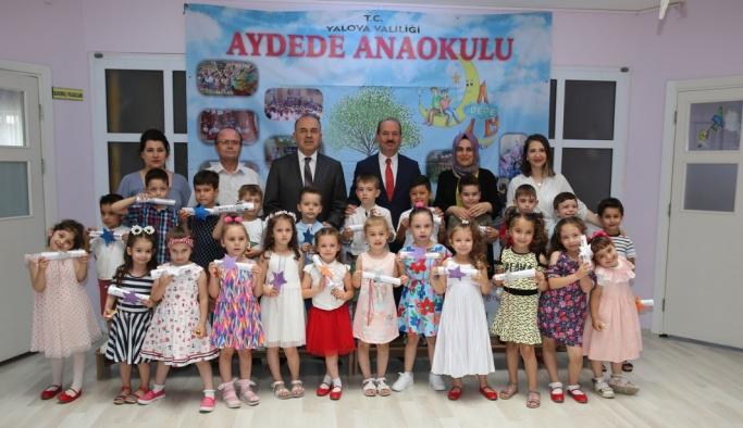 Vali Erol, Anaokulu öğrencilerine karnelerini verdi