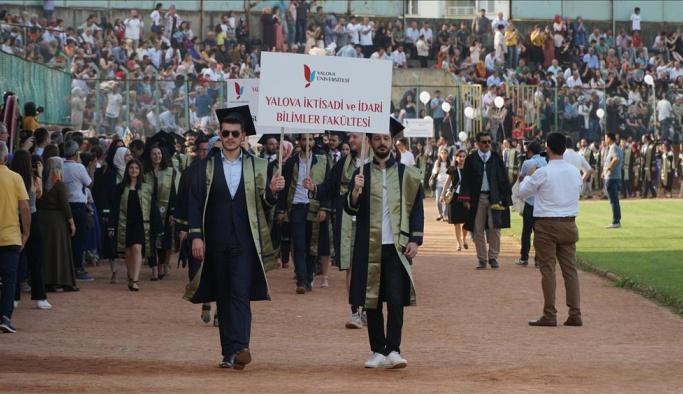 Yalova Üniversitesi 10. dönem mezunlarını uğurladı
