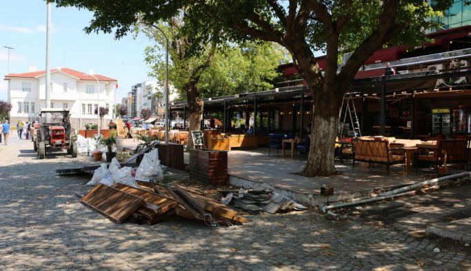 Mihenk Sokak'ta açık ve kapalı çıkmalar söküldü