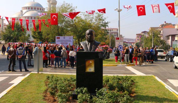 Denktaş Büstü ve Girne Caddesi açıldı