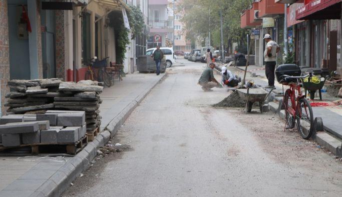 Merih Sokak'ta kaldırımlar yenileniyor