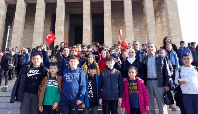 Altınovalı öğrenciler Ata'nın huzurunda