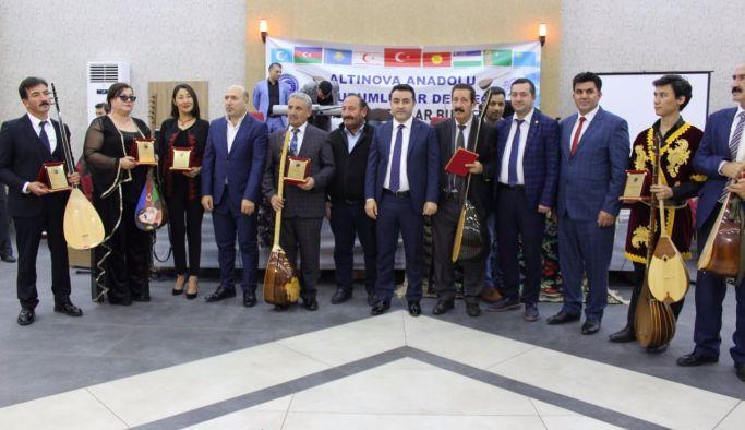 Altınova ''1. Uluslararası Aşıklar Gecesi' ile renklendi
