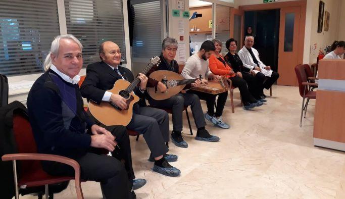 Diyaliz hastalarına müzikli terapi