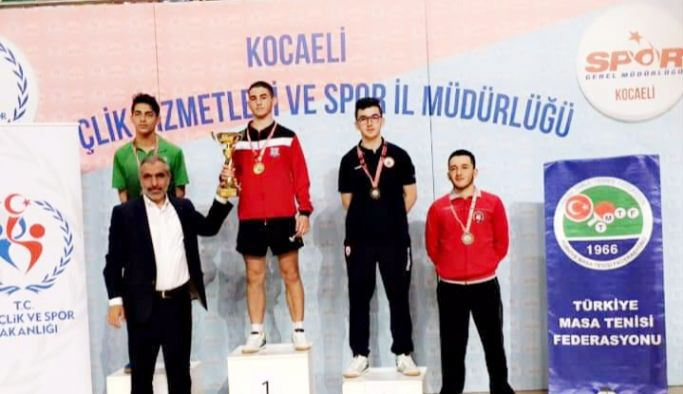 İSTEK'li öğrencilerden şampiyonluk