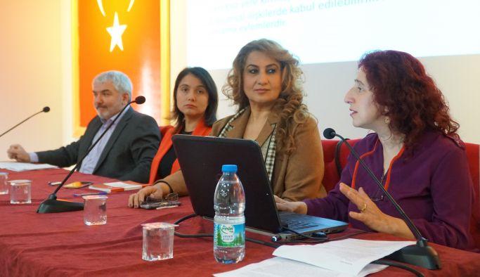 Kadına yönelik şiddete karşı panel düzenlendi