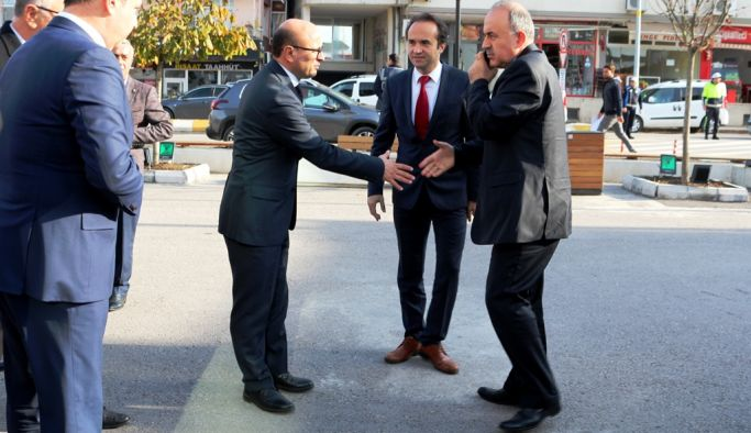 Vali Erol, Altınova'da talepleri dinledi