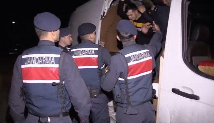 Bir minibüsten 48 Afgan göçmen çıktı