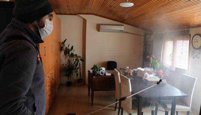 Yalova Belediyesi yerel medya kuruluşlarını dezenfekte etti