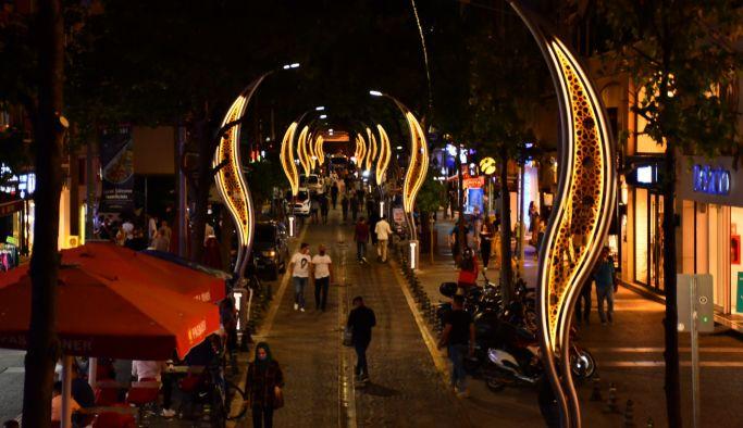 Gazipaşa Caddesi ışıl ışıl