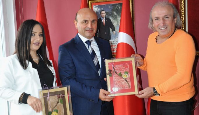 Başkan Oral'a 'Yılın Hizmet Adamı' ödülü
