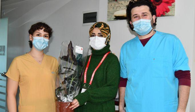 Öğretmen ve Diş Hekimlerine çiçek
