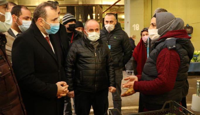 Başkan Vekili Tutuk pazarcı esnafını dinledi