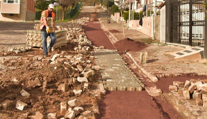Bozulan cadde ve sokakların onarımları yapılıyor