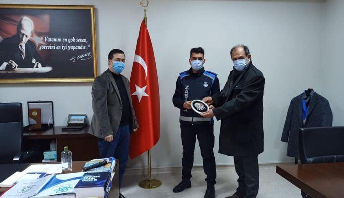 Türkiye'nin konuştuğu zabıta personeline plaket