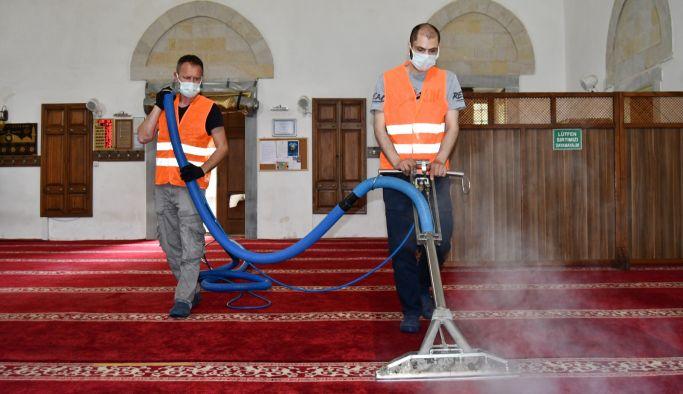 Altınova, camileri bayrama hazırladı