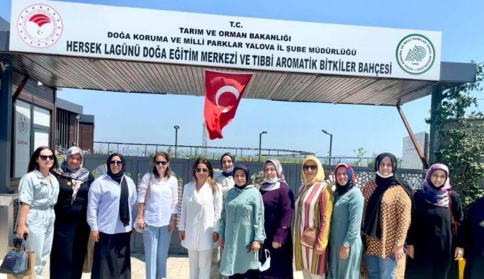 AK Kadınlar Altınova'da buluştu