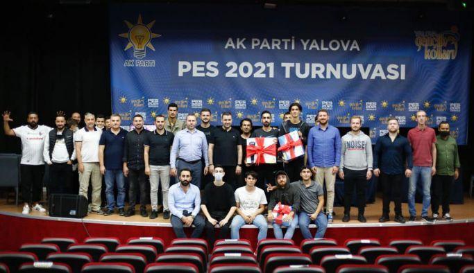 AK Parti, gençler için PES Turnuvası düzenledi