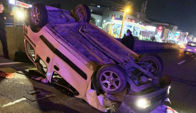 Takla atan araçtan 3 yaralı çıkarıldı