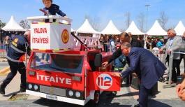 İtfaiye Müdürlüğü, portatif itfaiye aracı ile çocukları sevindirdi