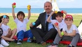 Müdür Tosun 'Oyun Dışarıda' etkinliklerine katıldı