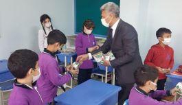 Başkan Kangal, öğrencileri hayvan sevgisine teşvik etti