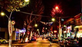 İstanbul Caddesi, yenilenen ışıklarıyla dikkat çekiyor