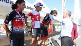 Sezer, Bisiklet yarışlarında Türkiye 1.'si oldu