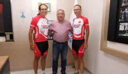 Milli bisikletçilerden Salman'a ziyaret