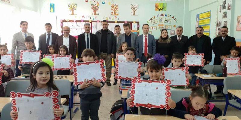 Altınova'da karneler dağıtıldı