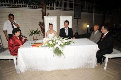 Tuğba ve Aytaç Mayasılcı çiftinin düğünleri Elegance Resort Hotel'de gerçekleşti