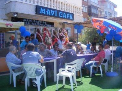 Çiftlikköy'de, Mavi Cafe'de plaj keyfi, denize karşı taze bir çay'a ne dersiniz?