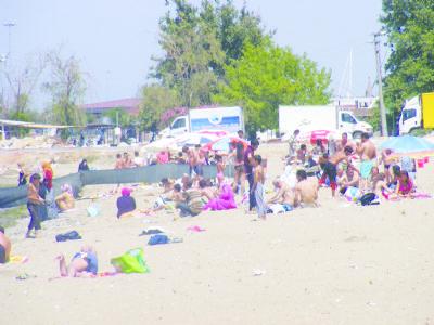 Yalova'da sıcaktan bunalanlar soluğu denizde alıyor