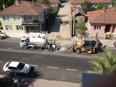 Seçim arifesinde apar topar, Çiftlikköy'de asfaltlar kazılmaya başlandı