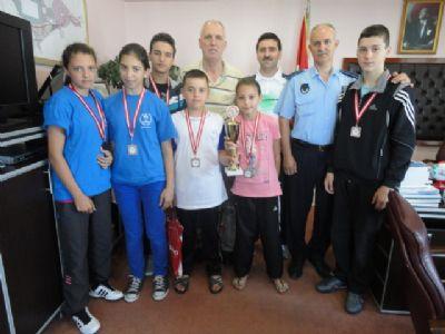 İkincilik kupası alan Taşköprülü Karate Sporcularından Taşköprü Belediye Başkanına ziyaret