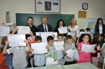 Vali Esengül Civelek, öğrencileri başarılarından dolayı tebrik etti