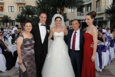 Hepgüler çifti, Elegance Resort Otel'de hayal gibi bir düğünle dünya evine girdi