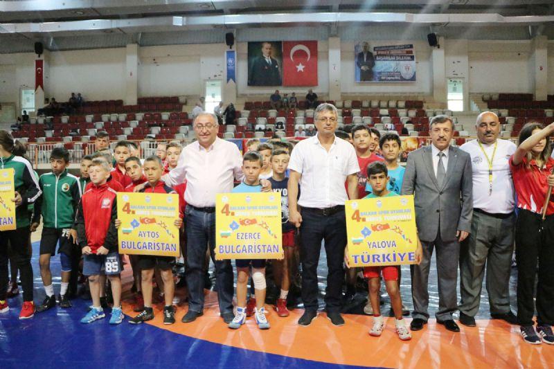 Turnuvaya 7 ülkeden 110 sporcu katılıyor