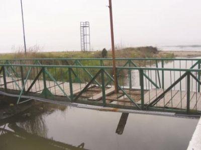 Tahta köprü, tehlike saçıyor