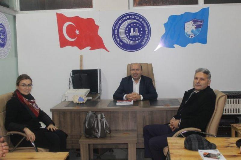 Altınova Anadolu Erzurumlular Dernek Başkanı Ferman Durmaz misafirlerini ağırladı.