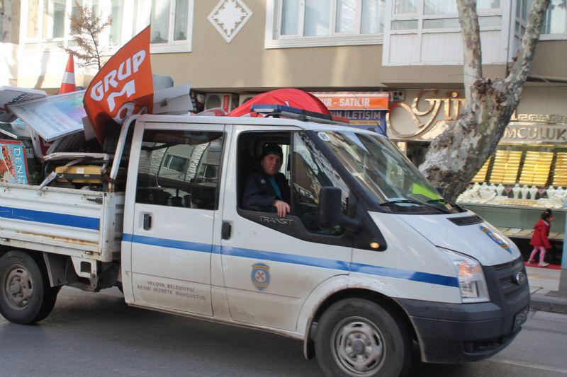 Yalova Belediyesi, kaldırımları işgal edenlere acımıyor