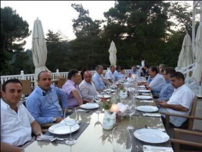 AK Parti Ufuk eğitim Kurumları'nın iftar yemeğine katıldı