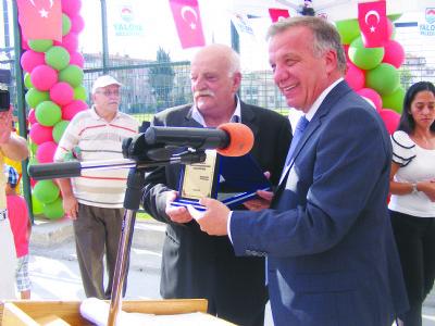 Beşiktaş'ın eski futbolcusu Tuğrul Şener adına, halı saha açıldı