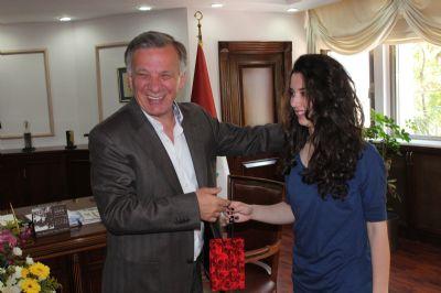 Başkan Koçal Satranç Şampiyonunu Altınla Ödüllendirdi