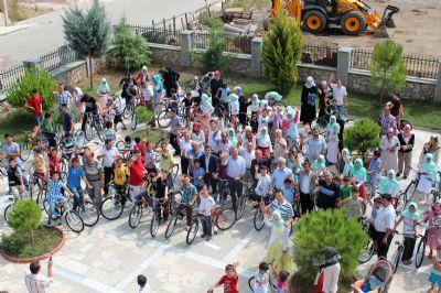 Başkan Koçal, başarılı öğrencileri bisikletle ödüllendirdi